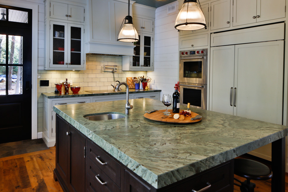 Traditional kitchens custom kitchens toronto for Kitchen cabinets toronto